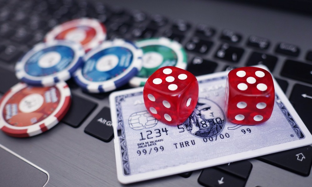 Amazing Perks Of Playing At Online Gambling Games